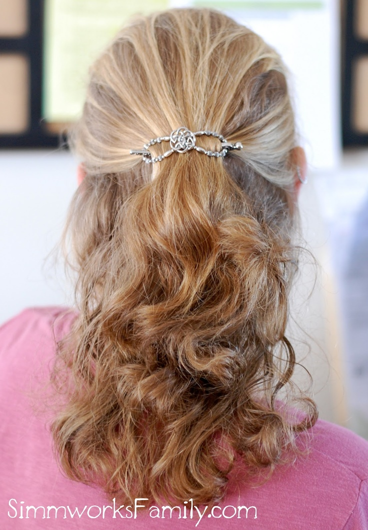 Simple easy hair style ideas for busy moms with Lilla Rose! See the