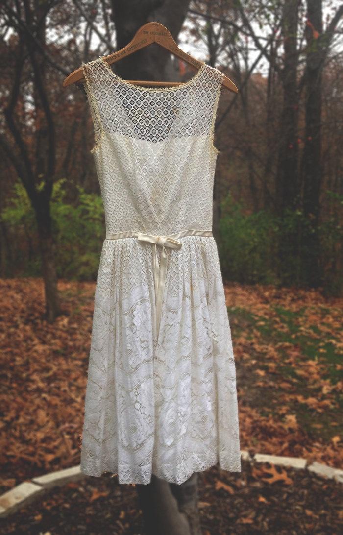 Cream lace wedding dress bow ribbon at waist taylor swift zooey
