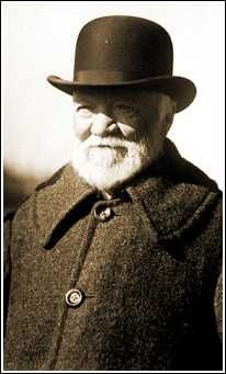 a biography of andrew carnegie the industrial tycoon and philantrophist Andrew carnegie was born on november 25, 1835, in dunfermline, scotland, the son of william carnegie, a weaver, and margaret morrison carnegie the invention of weaving machines replaced the work carnegie's father did, and eventually the family was forced into poverty.