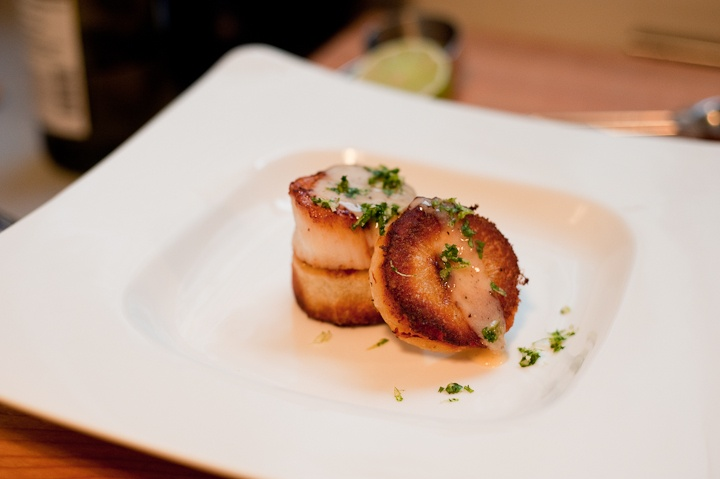 Sea Scallops With Cilantro Gremolata And Ginger Lime Beurre Blanc ...