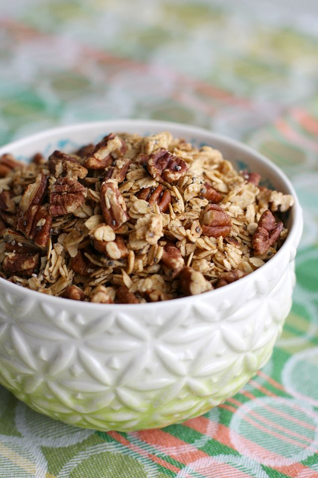 simple recipe for maple pecan granola. #vegan #glutenfree