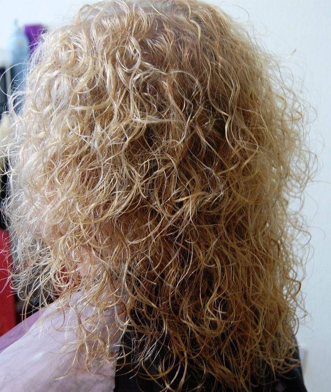 loose curls in long hair | Curly Hair / Perms | Pinterest