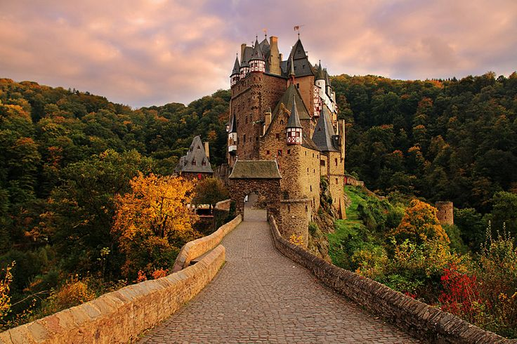 how to get to eltz castle