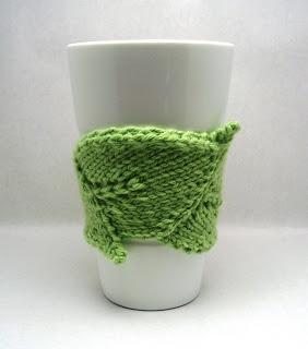 Ravelry: Knotty Gloves pattern by Julia Mueller