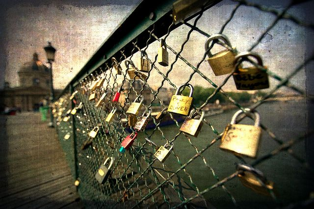 Lock bridge paris france someday i 39 ll see the world for Locks on the bridge in paris