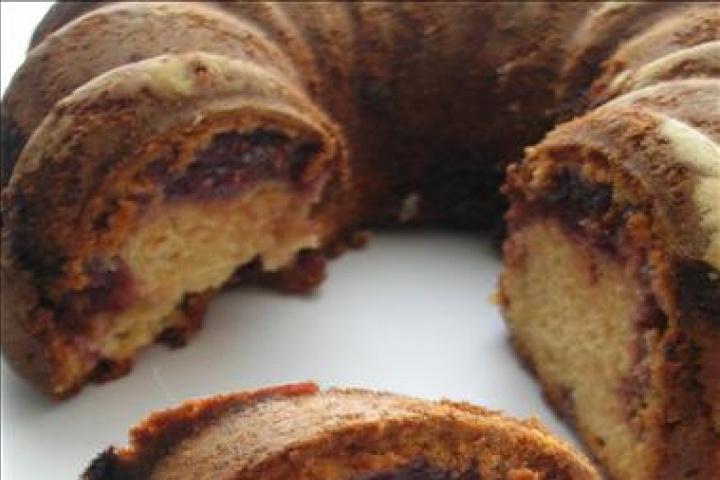 Peanut Butter and Jelly Swirl Bundt Cake | Bundt cakes | Pinterest
