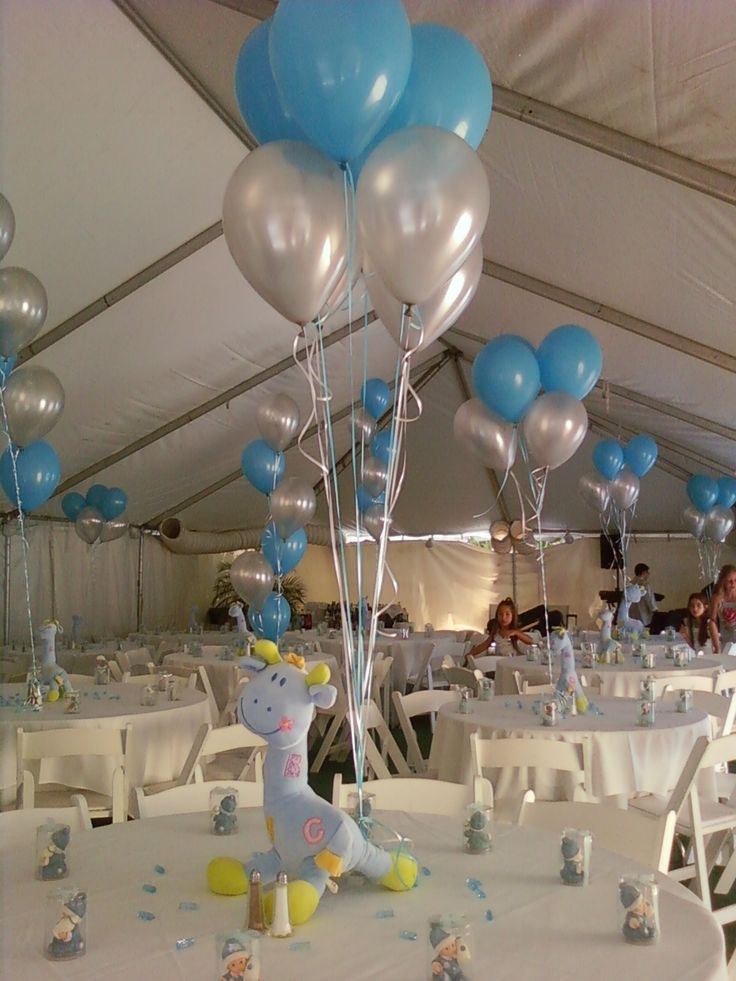 Giraffe and balloons centerpiece for baby showerhttp