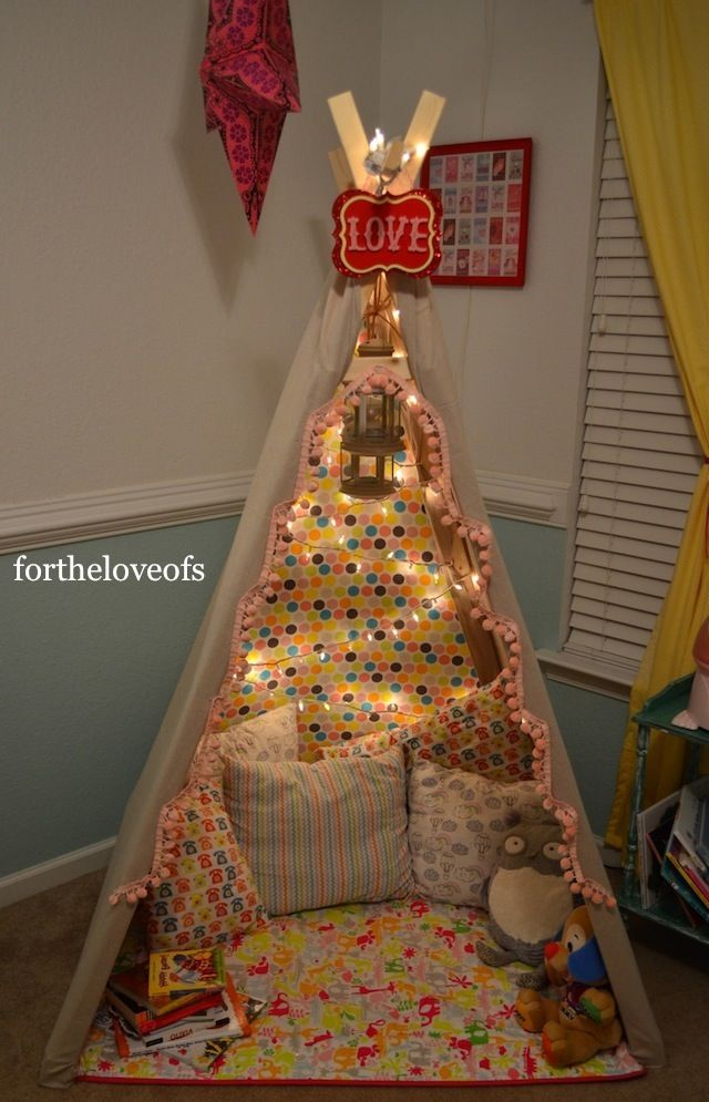 A fun reading/ play tent for the kiddies. #kidcrafts #kidtent #playtent