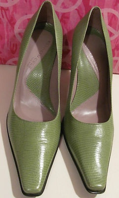 KENNETH COLE NEW YORK    DESIGNER WOMENS HEELS    NEVER WORN JUST TRIED ON    NO WEAR AND TEAR ON BOTTOMS    SIZE 7.5 M    GREEN LEATHER HEELS    3 IN HEELS    MADE IN BRAZIL    WHAT A NICE START FOR SPRING WITH    THESE GORGEOUS DESIGNER SHOES    SELLS FOR 168.00