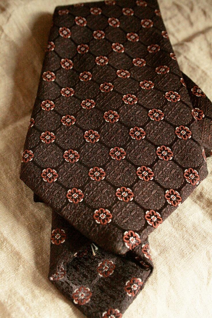 Vintage Folkspeare Tie - brown, retro. £10.00, via Etsy.