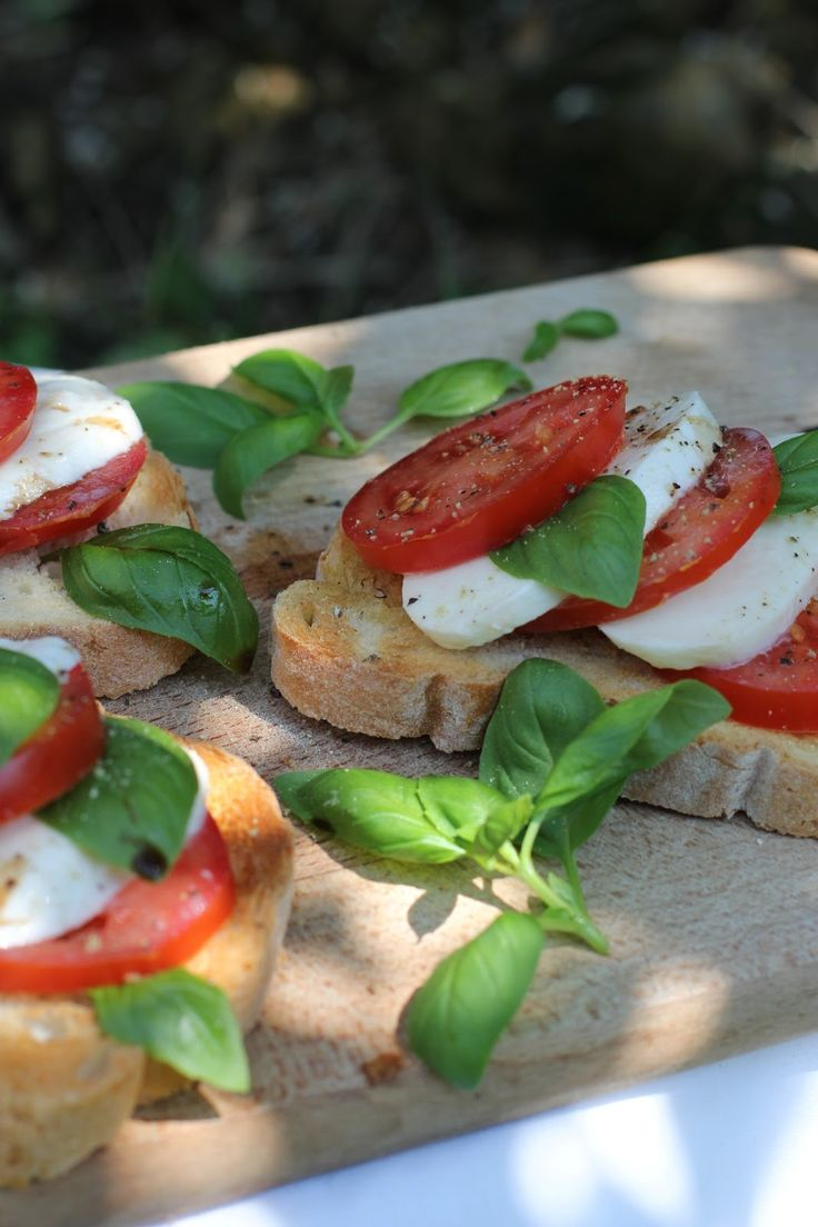 Bruschetta Caprese | Party appetizers | Pinterest