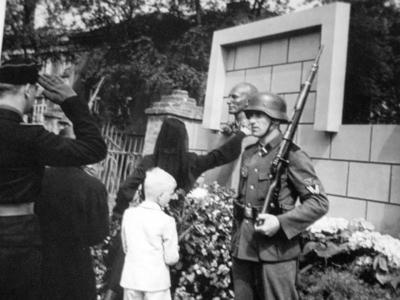 Lina Heydrich near memorial of her husband in Prague