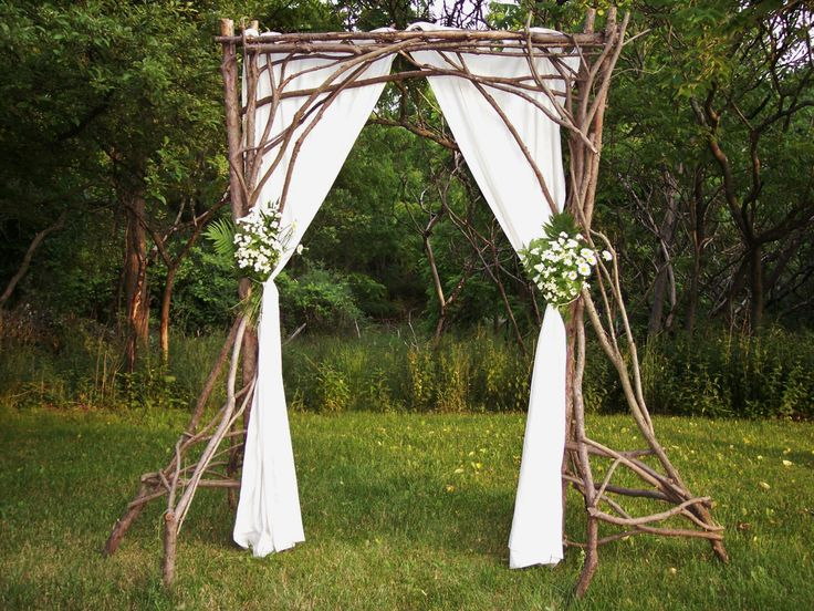 Rustic wedding arch by Frank Leahy RusticMountnMagic