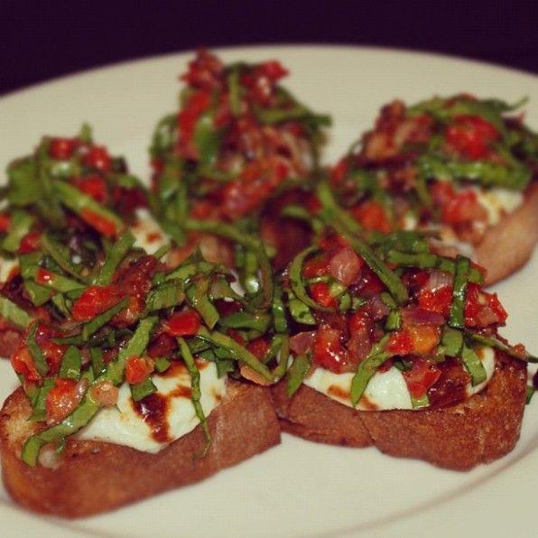 Delicious recipe for Spinach & Gorgonzola Bruschetta!