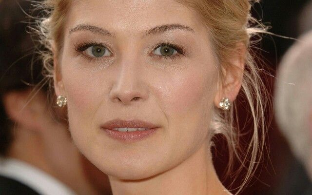 Rosamund pike | Bond G...