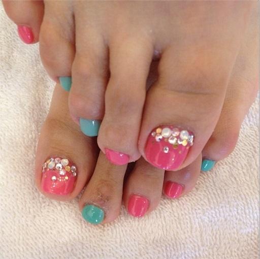 Toe Nail Art With Rhinestones Pedicure toe nail art w/