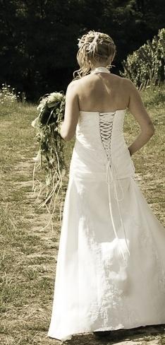 Robe de mariée unique faite sur mesure  Robes de mariée et articles ...