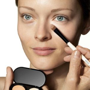 BANISHING THE BAGS – OUR SECRETS TO GETTING RID OF THOSE PESKY DARK CIRCLES