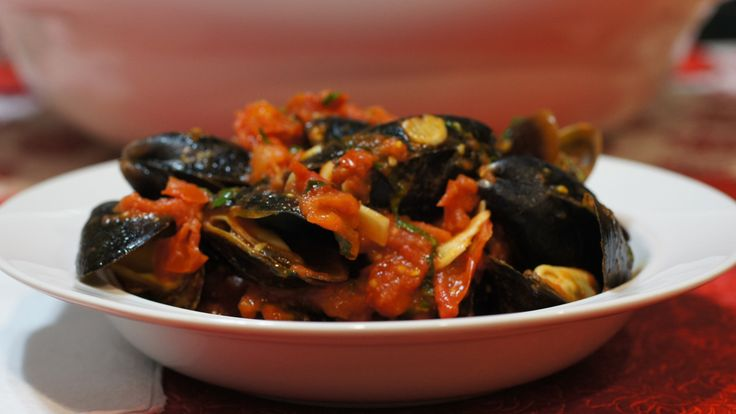 Mussels in a Spicy Tomato Sauce | Food & Bev | Pinterest
