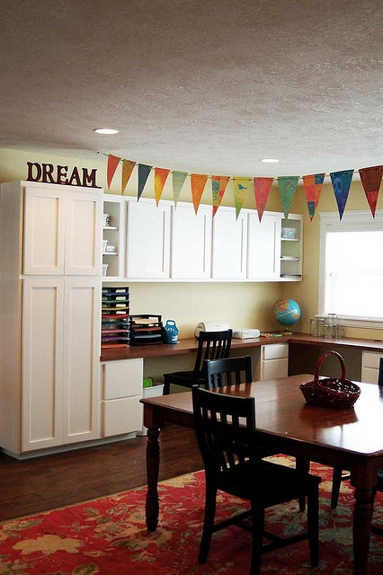 craft room to die for!!