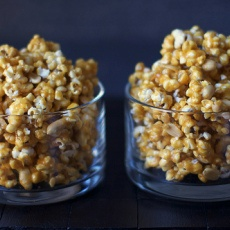 Spicy Caramel Popcorn | apps (not zerts) | Pinterest