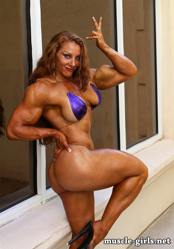 image Sexy muscle goddess in studio 2