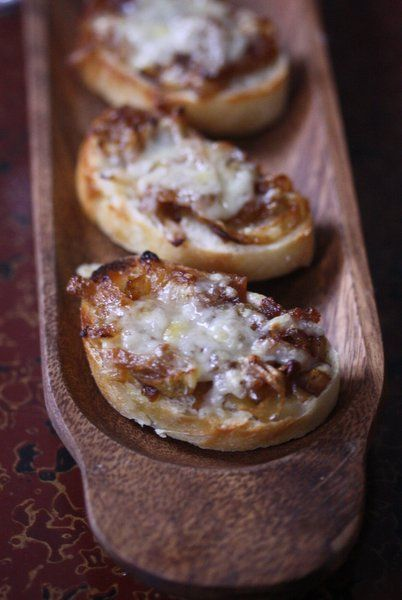 French Onion Crostini 1 baguette 1 cup caramelized onion (recipe ...