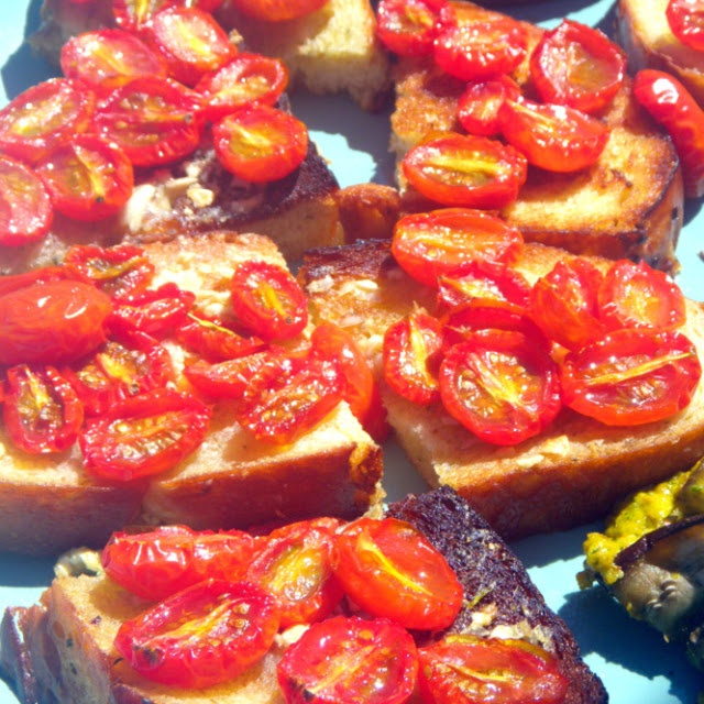 Roasted Garlic and Tomato Bruschetta | Appetizers, finger foods and d ...