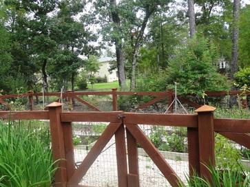 Fence around raised bed mon jardin du plantes pinterest for Jardin wilson nice