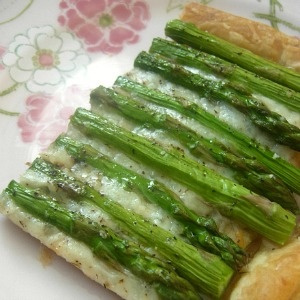 Jam Hands: Secret Recipe Club - Asparagus Gruyere Tart