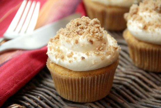 Snappy Gourmet — Pumpkin Ale Cupcakes with Streusel Cream Cheese ...