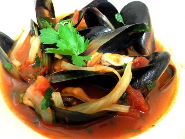 Mussels with fennel cooked in white wine, fino sherry and tomatoes.