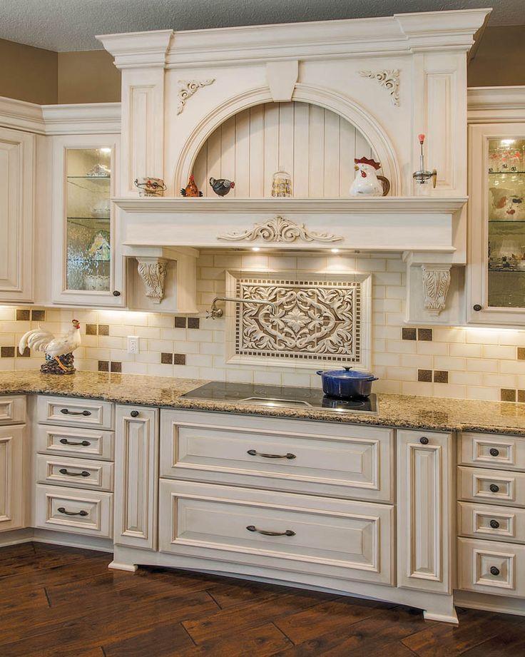 Great Cabinet Design And Backsplash Focal Point Above Cooktop