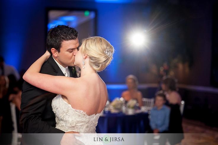 kiss pov over my shoulder | wedding poses I like | Pinterest: pinterest.com/pin/369998925605666625