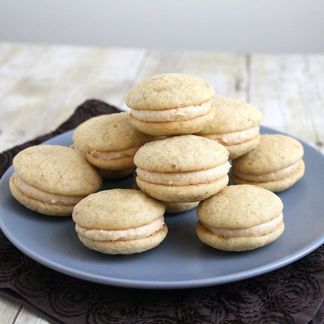 Peanut Butter and Banana Whoopie Pies | YUMS | Pinterest