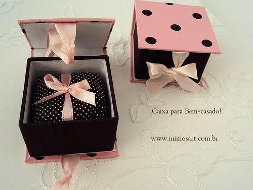 Lembrancinha Chá de Cozinha: Caixa bem casado com o docinho coordenado. www.mimosart.com.br