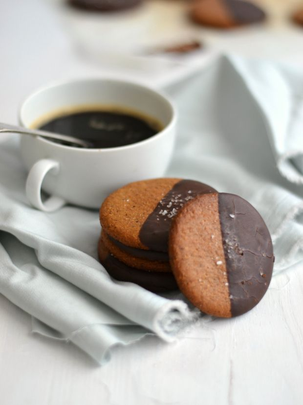 Chocolate covered Hazelnut Cookies - scroll down for English recipe