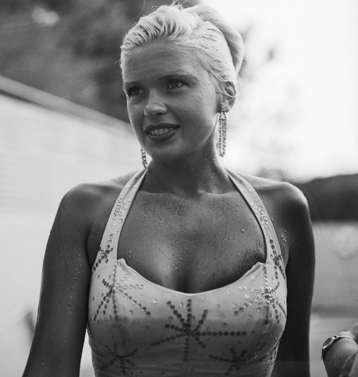 Jayne mansfield vintage pinterest for How old was jayne mansfield when she died
