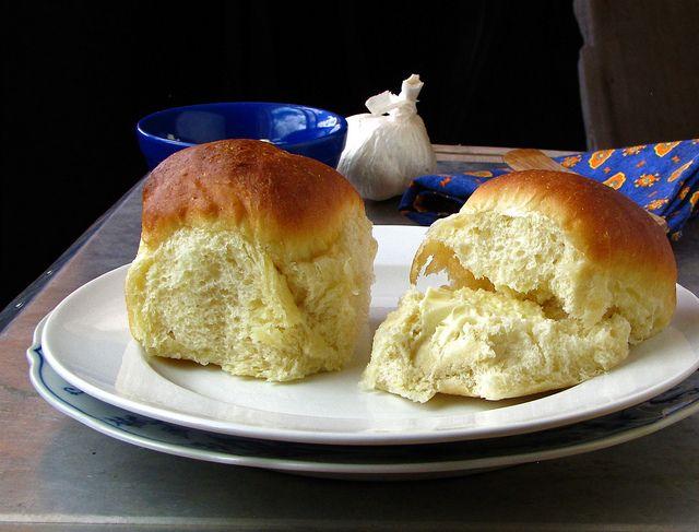 Soft Dinner Rolls with Garlic Butter