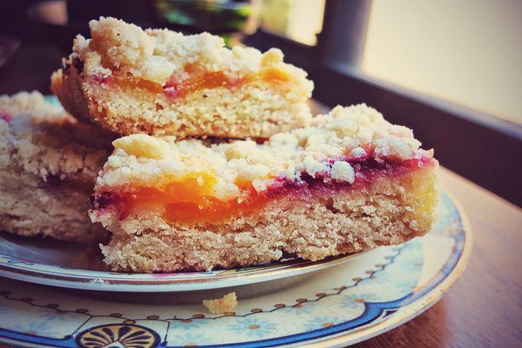 Peach Shortbread Bars via EatGordaEat.com