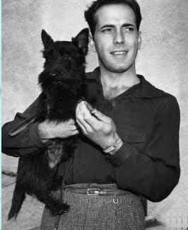 O Humprey με τον σκύλο του...