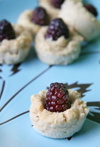 Blackberry-Banana Coconut Muffin Bites | Clean Eating | Pinterest