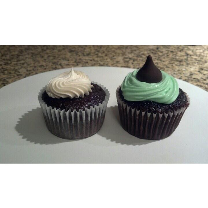 Irish car bomb cupcake and mint chocolate cupcake