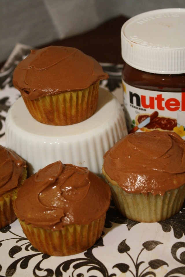Banana Cupcakes with Nutella Frosting | Get in my belly..... | Pinter ...
