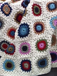 Jane Brocket's Sunburst Flower Blanket. ♥