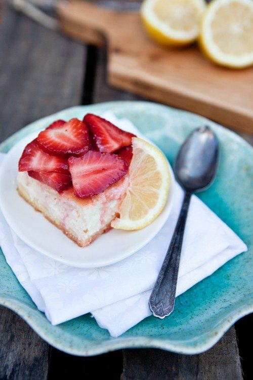 Lemon-kissed strawberry cheesecake bars | Sweet Tooth | Pinterest