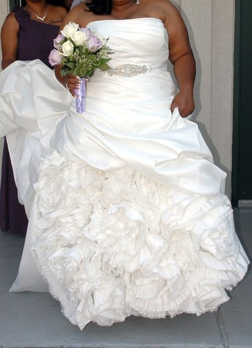 explore fluffy wedding dress