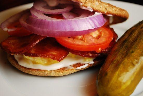 Pocket : Light Bacon and Egg Breakfast Sandwich Recipe – 4 Points +