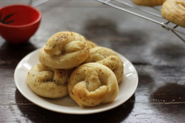 Vegan Mini Soft Pretzels | #veggieangie | Bread & Co. | Pinterest