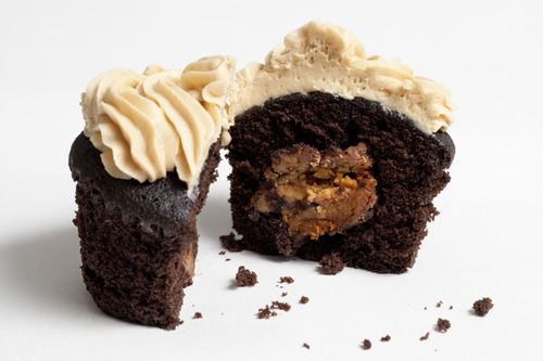 Chocolate Peanut Butter Cup Cupcakes   Desserts and Sweets   Pinterest